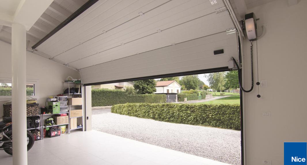 Soon: la solución compacta y sin guía para puertas de garaje.